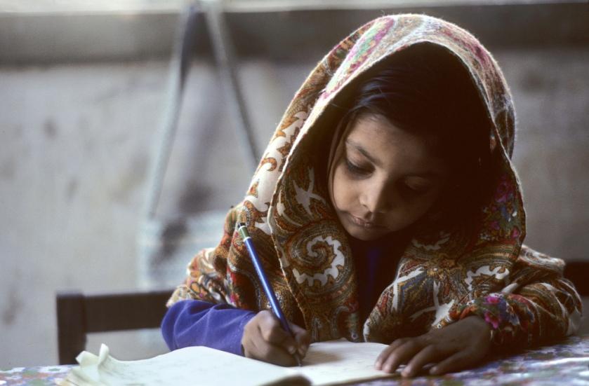 alumna pakistaní