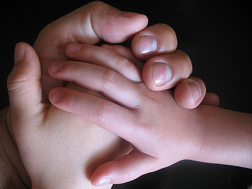 Hands, por Barnaby Wasson,CC BY-NC-SA 2.0.