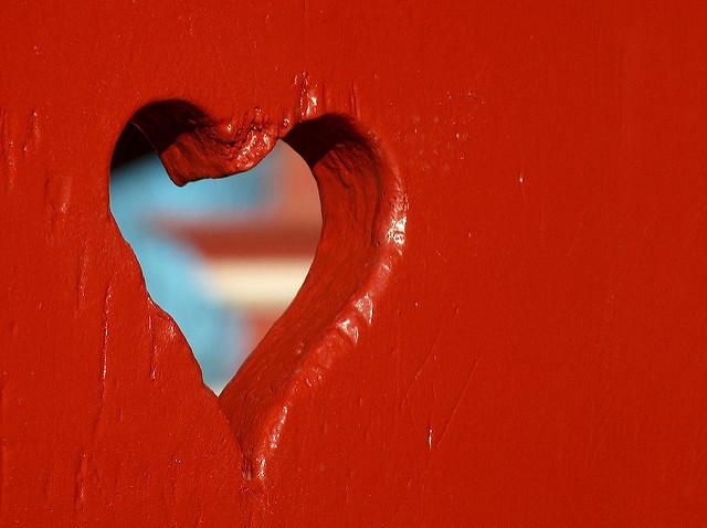 Love Hole, por Paolo Di Tomaso,CC BY-NC 2.0.