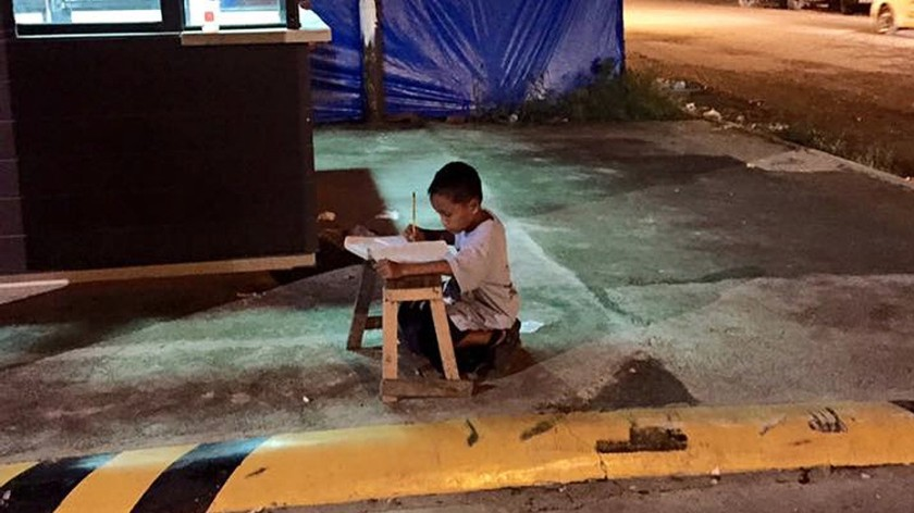 Aprendiendo-a-leer-y-escribir-en-las-calles